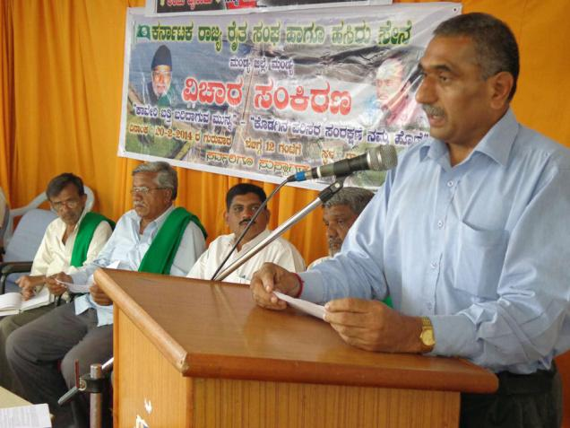 Making a point: Cauvery Sene leader B.C. Nanjappa speaking at a seminar in Mandya on Thursday./ The Hindu