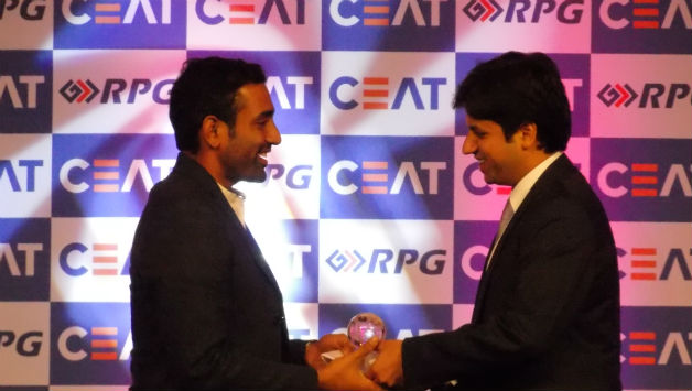 Robin Uthappa receives his award / Photo Courtesy: Sudatta Mukherjee