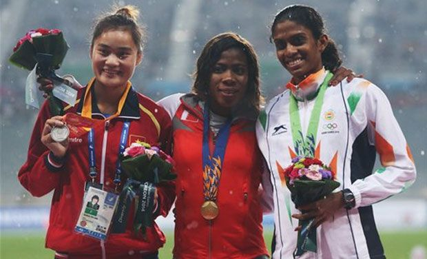 Silver medalist Vietnam's Quach Thi Lan, gold medalist Bahrain's Oluwakemi Adekoya and bronze medalist Poovamma Raju Machettira pose during the medal ceremony of women's 400 m final at the 17th Asian Games in Incheon, South Korea.