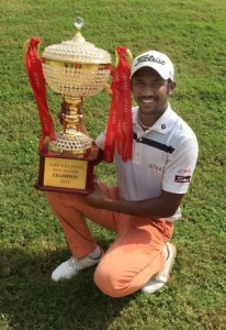 S. Chikkarangappa with the trophy after winning the Take Solutions India Masters / Photo: Shreedutta Chidananda