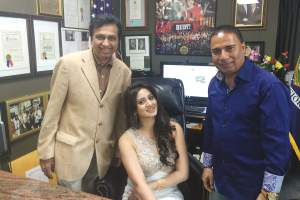 Harshika is flanked by her host Bharat Goradia (left) and Bobby Kumar (right)