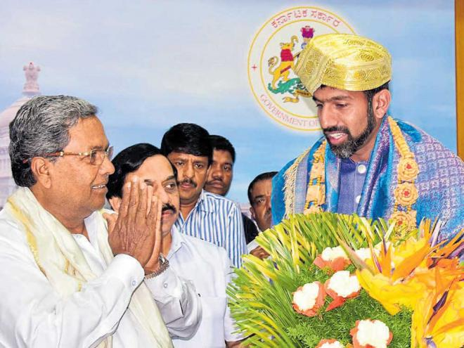 honoured: Chief Minister Siddaramaiah (left) felicitates Rohan Bopanna in Bengaluru on Tuesday. dh photo