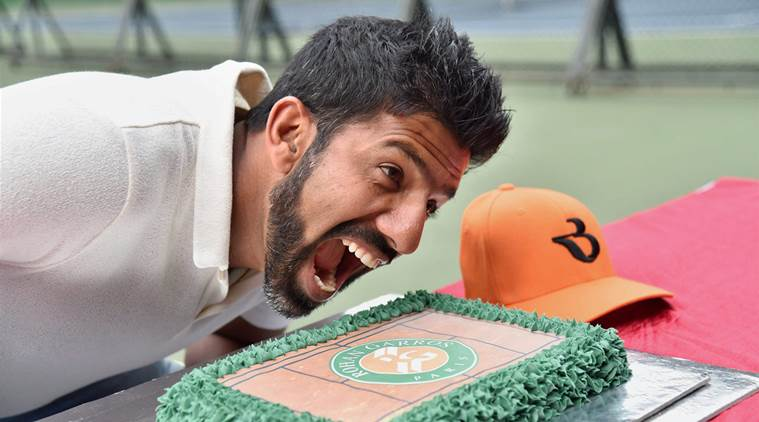 Bengaluru : French Open Mixed Doubles Winner Rohan Bopanna poses with a cake at a felicitation ceremony at Karnataka State Lawn Tennis Association (KSLTA) in Bengaluru on Saturday. PTI Photo by Shailendra Bhojak   (PTI6_10_2017_000123B)