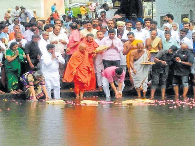 Water Resources Minister M B Patil, Adichunchanagiri mutt seer Nirmalanandanatha swami, MLA P M Narendraswamy offer baagina at Triveni Sangama in Bhagamandala, Madikeri taluk on Sunday.
