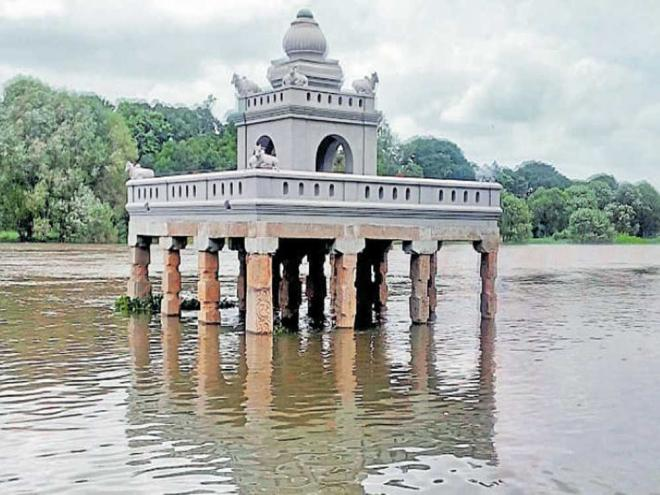 Hadinarukallu Mantap and the bathing ghat are partially submerged in swollen Kapila river following the release of water from Kabini reservoir in Nanjangud taluk on Sunday. dh photo