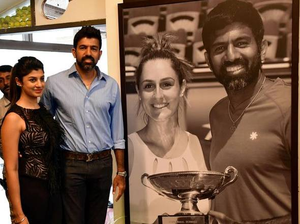 Rohan Bopanna and his wife Supriya Annaiah at the unveiling of life size photograph of the doubles player in honour of his mixed doubles Grand Slam victory at the French Open 2017.   -  V. SREENIVASA MURTHY