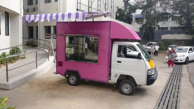 The mobile 'Saviruchi' canteen.