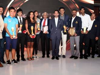 Before a star-studded gathering that included chief guest Abhinav Bindra and sporting luminaries from the city, former India hockey captain M.P. Ganesh was presented the 'Lifetime Achievement' award.   -  SUDHAKAR JAIN